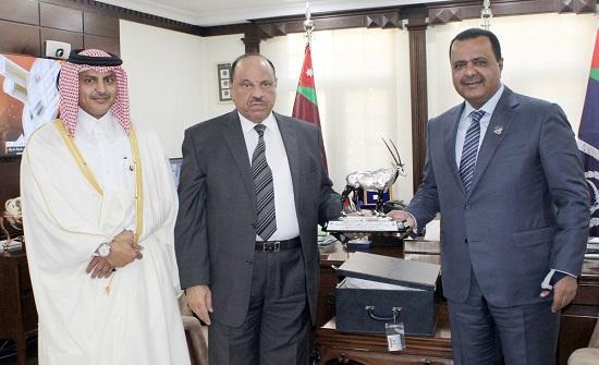 ير الداخلية يلتقي السفير القطري في عمان