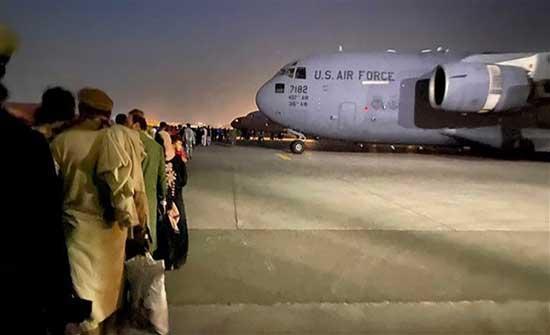 البيت الأبيض: إجلاء نحو 12500 شخص من أفغانستان الخميس
