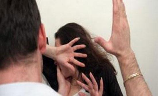 بدولة عربية : شاهد ..ضرب شقيقته لجلوسها مع شاب في مقهى !