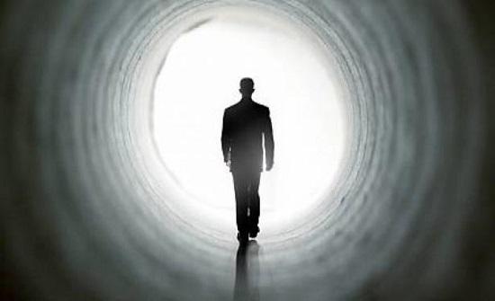طبيب يكشف شعور الإنسان عند الموت