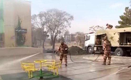 تعقيم الشوارع والأماكن العامة في مدن إيرانية..فيديو