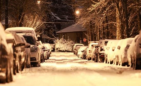 كندا: مقتل شخص وانقطاع الكهرباء عن مليون منزل بسبب عاصفة قوية