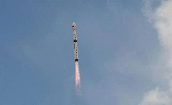 الصين تطلق قمرا صناعيا للبث المباشر
