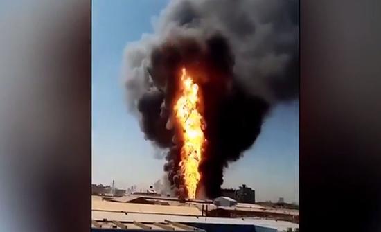 شاهد : فيديو جديد للحريق الهائل في مصنع بالخرطوم