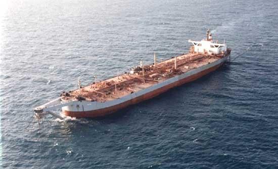 رغم مماطلاته.. الحوثي يحمّل الأمم المتحدة مسؤولية تسرب النفط من صافر
