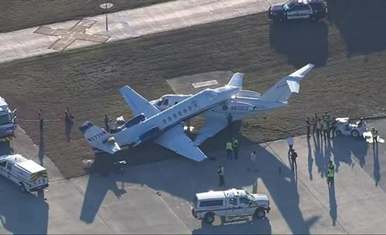 """شاهد : حادث تصادم غريب بين """"طائرتين"""" في أمريكا"""