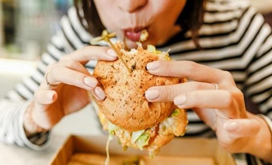 إحذر من تناول الطعام بشكل سريع