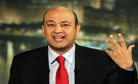 """هجوم عنيف على أسلوب ولغة عمرو أديب: """"يتحدث في برنامجه من دون انقطاع"""""""