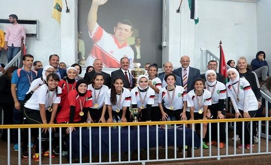 """فريق """"الأردنية"""" يظفر بلقب بطولة خماسي كرة القدم للسيدات"""