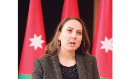 وزيرة الصناعة تبحث مع السفير العماني تعزيز العلاقات الاقتصادية