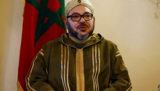 جدل في المغرب حول ركوع وزير التعليم المبالغ فيه للملك- صورة