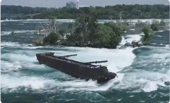 بالفيديو : الرياح تُطلق سراح قارب ظلَّ عالقاً 100 عام في شلالات نياغارا