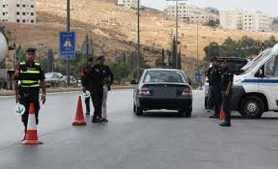 ضبط حدث يقود مركبة شحن على الطريق الصحراوي
