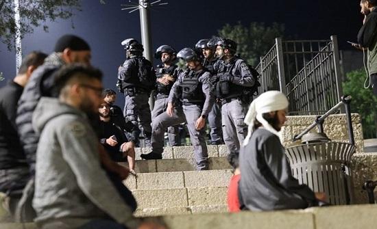 شرطة الاحتلال تهاجم المقدسيين في باب العامود (شاهد)