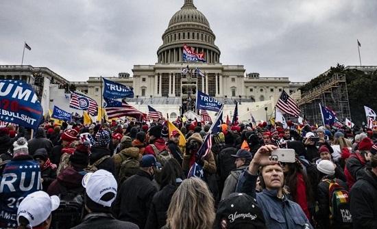 حلفاء واشنطن ينددون باقتحام مبنى الكونغرس.. مشاهد صادمة