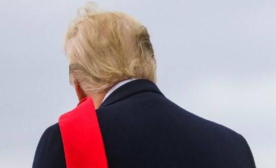 """""""نيويورك تايمز"""": تجارة """"العفو"""" مقابل مبالغ خيالية تزدهر في أيام ترامب الأخيرة"""