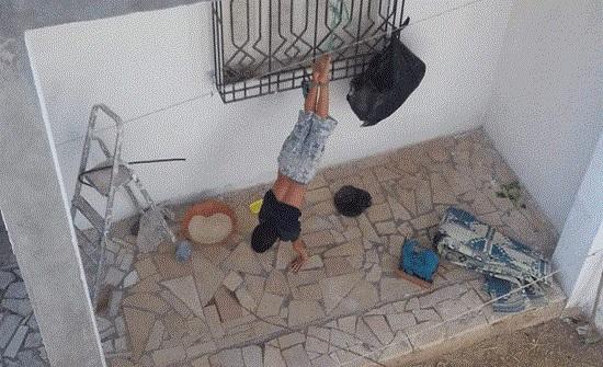 مسلسل تعذيب الأطفال المستمر .. تعذيب أب لطفله في تونس