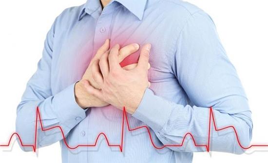 أعراض الذبحة الصدرية والجلطة القلبية وما الفارق بينهما