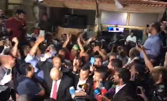 صور : هتافات امام مقر نقابة المعلمين انتظارا لمفاوضات النقابة مع الحكومة