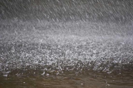 جرش : ارتفاع منسوب المياه يغلق طريق وادي سوف
