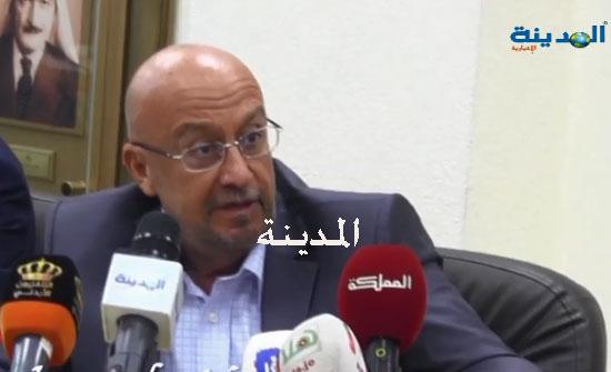 تعميم من وزير المياه لاصدار تصاريح للعاملين في قطاعاتها