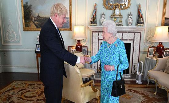 الملكة إليزابيث تعطي الضوء الأخضر لجونسون لتعليق عمل البرلمان