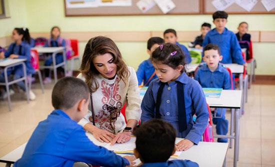بالصور : الملكة رانيا تزور الضليل وتتفقد مدرسة وبرامج الجمعية الملكية للتوعية الصحية