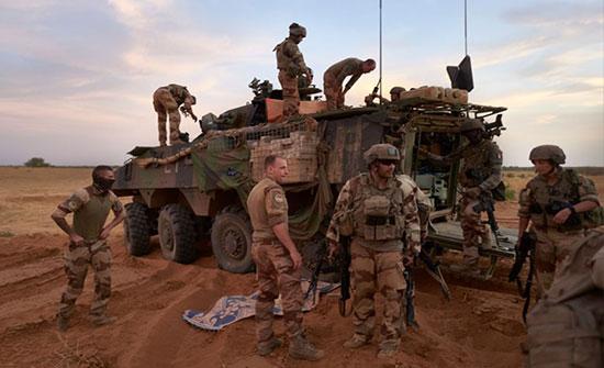 مقتل 13 عسكرياً فرنسياً بتصادم مروحيتين في مالي
