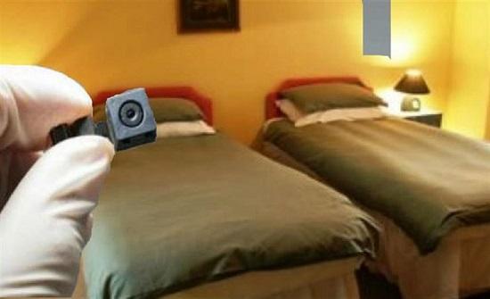 روسيا  : كاميرا مراقبة في غرفة نوم فتاة بقرار حكومي !