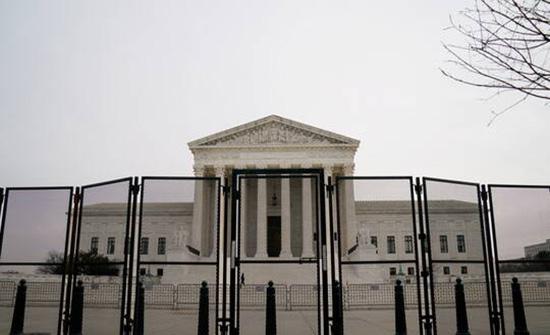 الولايات المتحدة.. إخلاء المحكمة العليا بسبب تهديد بوجود قنبلة