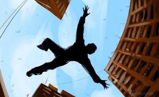 خوفًا من ضبطه يمارس الرذيلة.. مصري ينتحر قفزًا من الطابق السادس