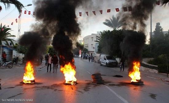تونس.. احتجاجات وأعمال شغب بعد ضرب راعي غنم