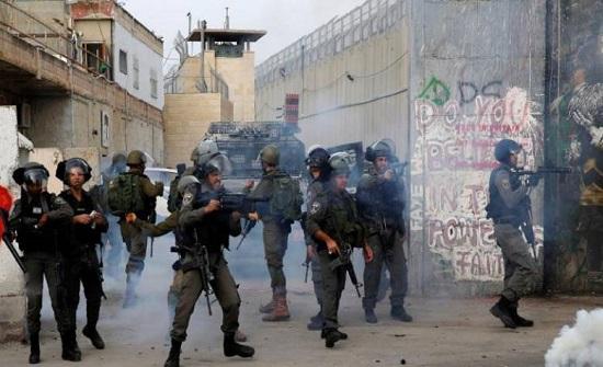 إصابات خلال اقتحام الاحتلال بلدة دورا