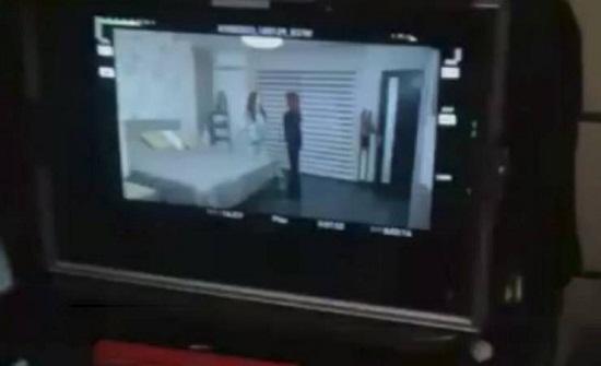 فيديو| شجار في الكواليس يؤدي الى سقوط الممثلات اللبنانيات فوق بعضهن!