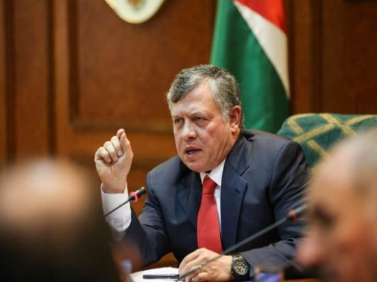 """الملك يوجه بإخلاء الطفلة  """" سارة """" المصابة بشظايا من غزة إلى الأردن"""