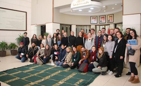 """""""الشرق الأوسط"""" تستضيف وفدا طلابيا من جامعة Australian National University"""