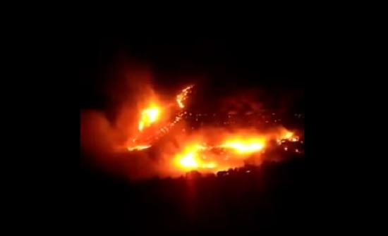 بالفيديو : منذ عصر الجمعة ..الدفاع المدني ما زال يخمد حريق في زقلاب
