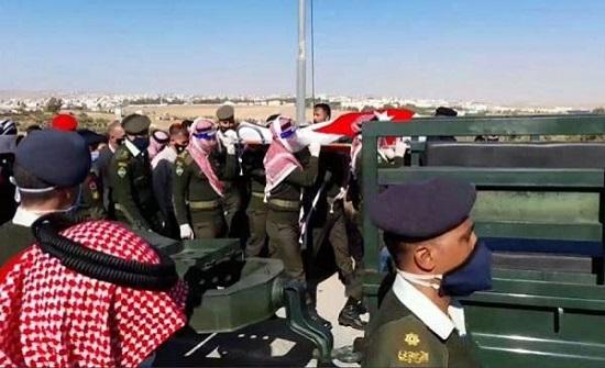 صور : تشييع جثمان الصرايرة في جنازة عسكرية