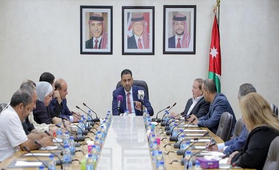 """""""الخدمات النيابية"""" تؤكد الحرص على تعزيز مبدأ التشاركية مع وزارة النقل"""