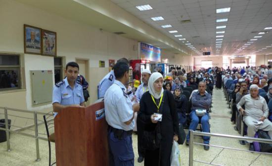 الاحتلال يمنع 11 فلسطينيا من السفر الى الاردن