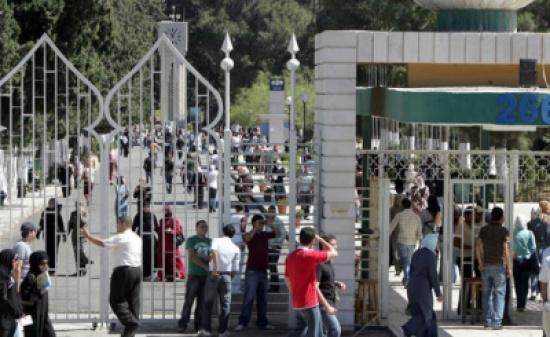 طلبة جامعات يطالبون بتخفيض رسوم الفصل الصيفي