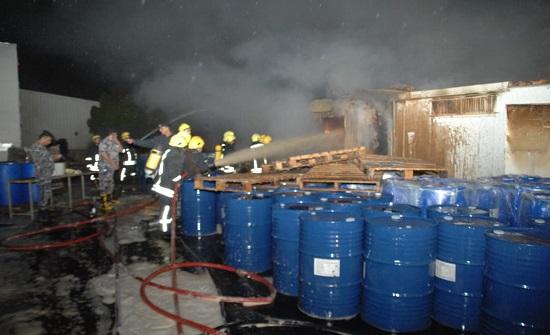 إخماد حريق كرافان تابع لأحد المصانع في اربد- صور