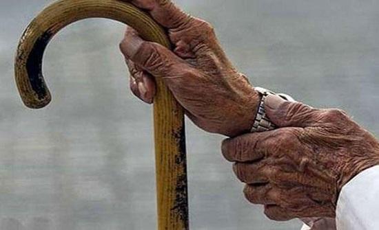383 مسنا ومسنة في دور الرعاية