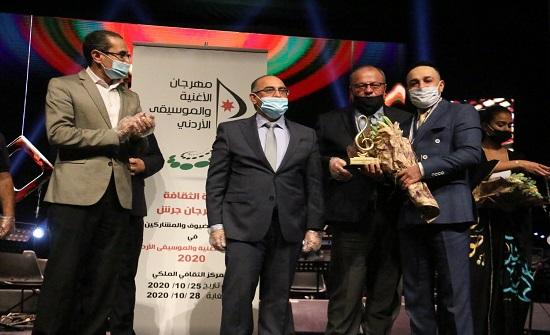 الفنان محمود سلطان يفوز بجائزة مهرجان الأغنية والموسيقى