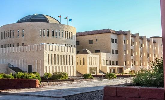 الكايد يتفقد الطلبة المصريين بجامعة العقبة للتكنولوجيا