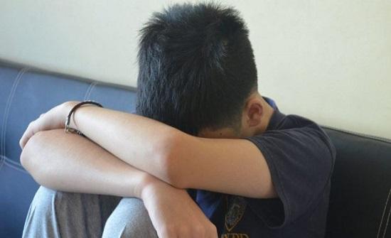 طفل مغربي يبلع من العمر 10 سنوات يسرق مصرفاً