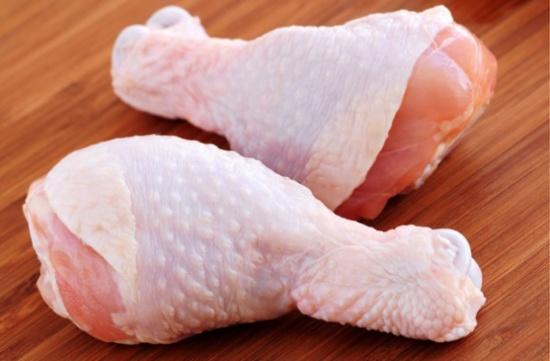 انخفاض أسعار الدجاج الطازج والمجمد 23% الشهر الماضي