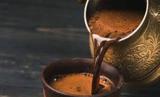 مخاطر شرب القهوة في الطقس الحار