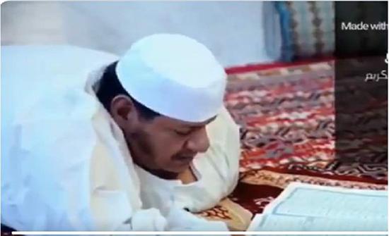 """""""أبكى تويتر"""" وفاة حافظ للقرآن.. كان يفتح المصحف بأسنانه في السعودية"""