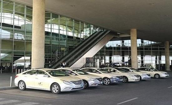 تكريم عدد من سائقي تكسي المطار تقديرا لأمانتهم